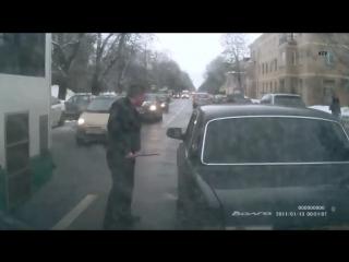 1 русский против 2 кавказцев. Драка на дороге