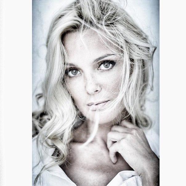 Горяченькие фотоснимки Екатерина Мельник с элементами секса