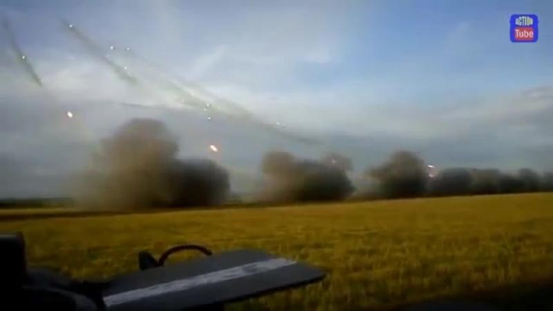 Мощный залп Града по боевикам Powerfull Grad FIRE at militians