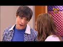 Violetta y Leon cantan en clase de Angie y Tomas se queda mal
