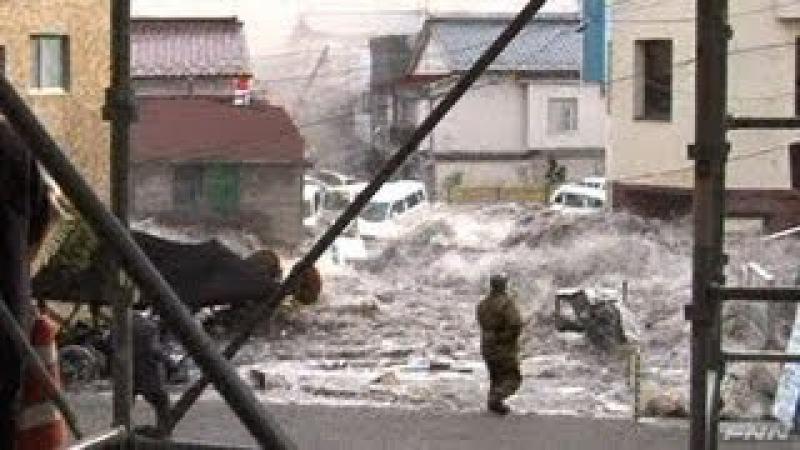 釜石市役所付近に押し寄せる津波 視聴者提供映像