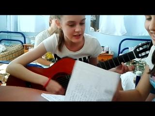 сестра играет песню Алые Паруса ( не родная сестра )