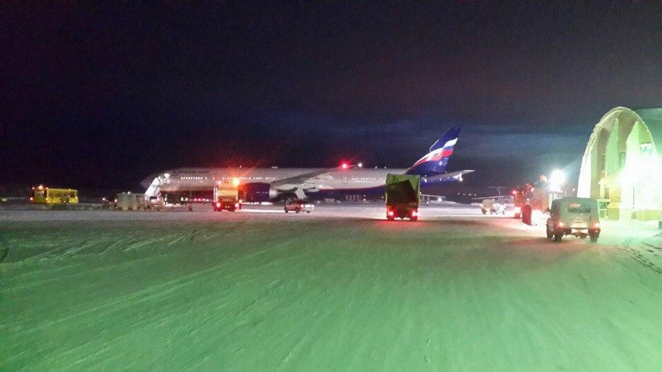 Самолет вынужденно сел в Мирном из-за больного пассажира