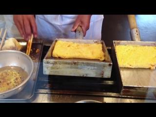 Как в Японии делают омлет. Прикольно!