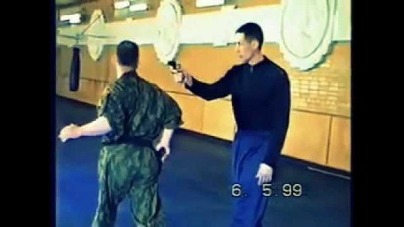 ВАлерий Крючков.1999г.спецупражнения с пистолетом.mp4