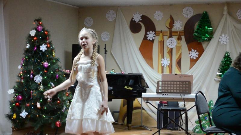 Новикова Лиза Белая гостья Пильнинская ДШИ,новогодний отчетный концерт.
