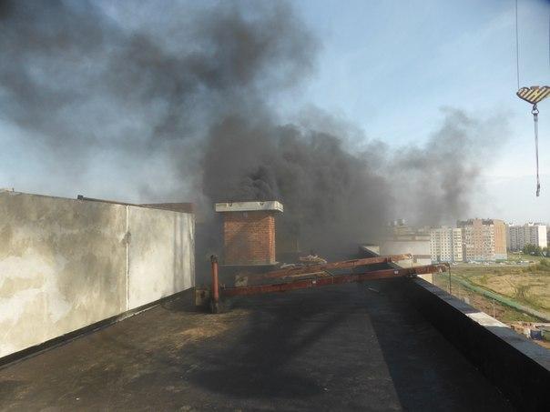В Нижнекамске на техническом этаже строящегося дома произошел пожар