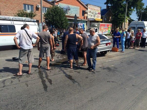 Таганрогская пригородная маршрутка попала в серьезное ДТП в Ростове, четверо пострадавших. ВИДЕО