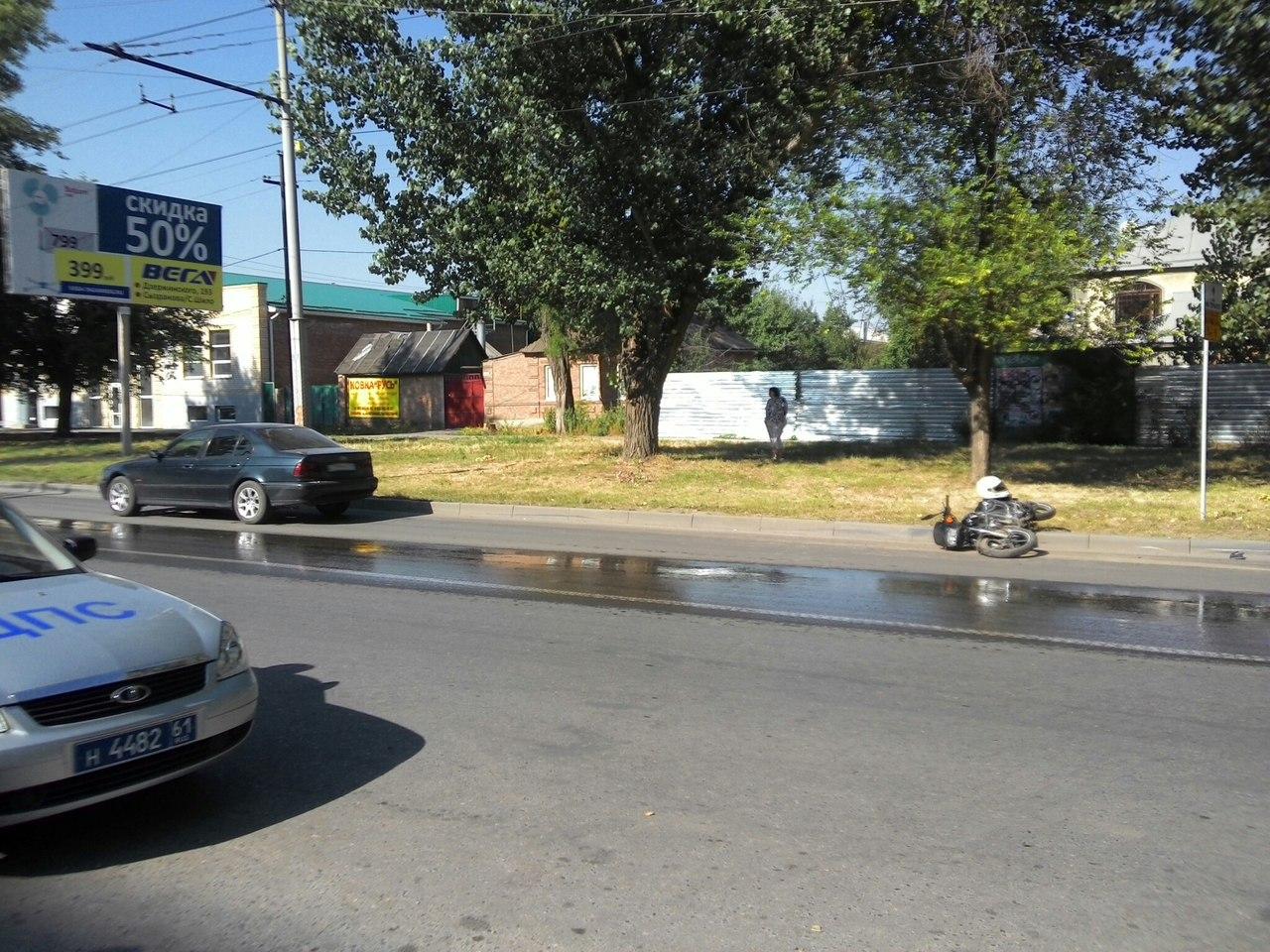 В Таганроге мотоциклист, попавший в аварию с легковушкой, ищет очевидцев