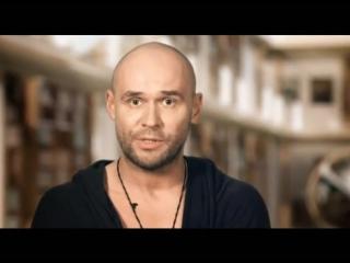 Максим Аверин читает Балладу о прокуренном вагоне в проекте Живые