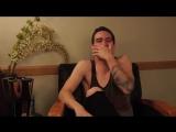 Пьяный Брендон Ури рассказывает историю группы Fall Out Boy (Drunk History: Brendon Urie of Panic! At The Disco)