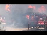Взрыв на нефтебазе БРСМ.Горят пожарные машины и машины скорой помощи