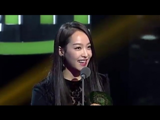 Victoria Won Asia Popularity Award at iQIYI All-Star Carnival (151205)