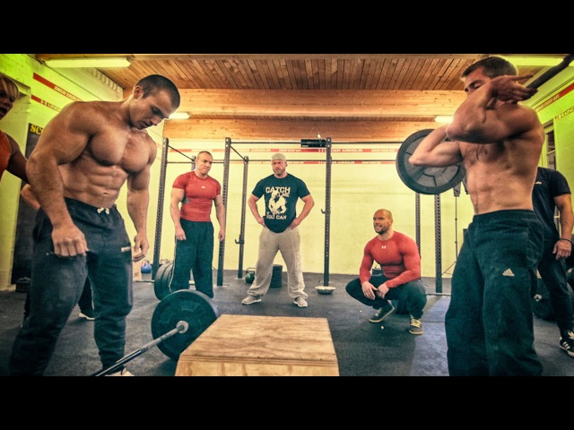Calisthenics VS Powerbuilding - STRENGTH WARS 2k15 5