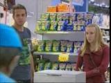 Как сделать человека вегетарианцем за пару минут. Реакция посетителей - это нечто.Супер-акция в супермаркете.