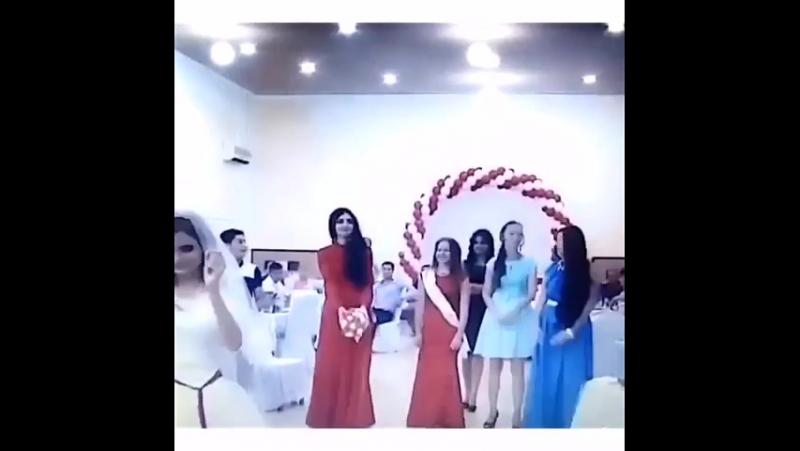Wedding Abdulaev, bir buket əllərinizi uçur hissi😂✌🏻️💐