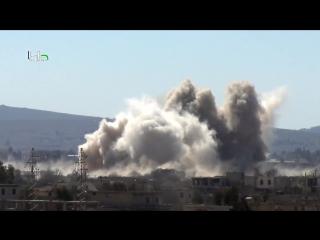Сирия. Бомбовый удар Ми-25 ВВС САР по позициям боевиков в пригороде Дамаска, Дарайе. .
