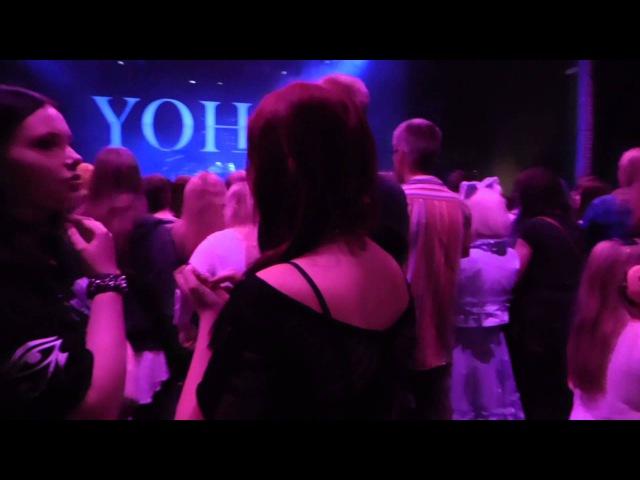 YOHIO - Förväntansfull publik innan konserten på klubben i Fryshuset 2015-10-03