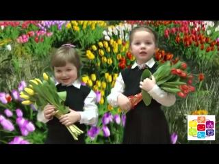 Карина и Кирюша Волковы рассказывают французские стихи и танцуют