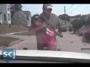 Американские полицейские избивают женщину