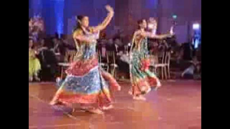 Bollywood dance performance aaja nachle thug le taal nach baliye yeh ishq haaye