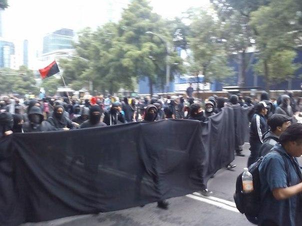 Столкновения в Мехико