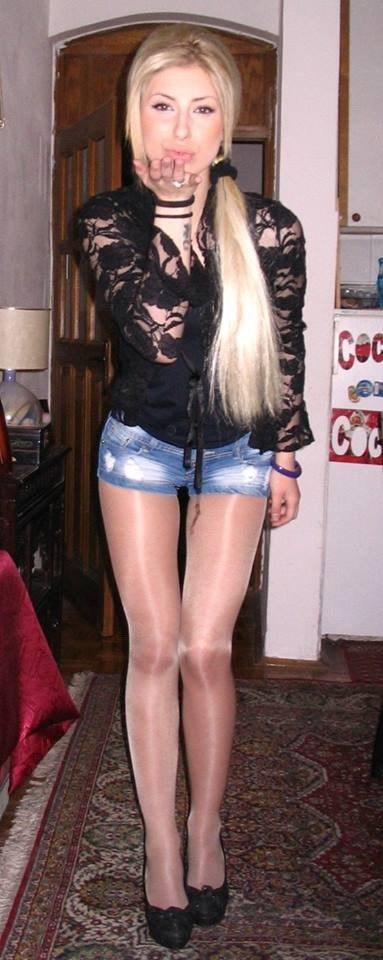 Teen closes legs when she squirts