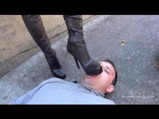 Порно госпожа на улице