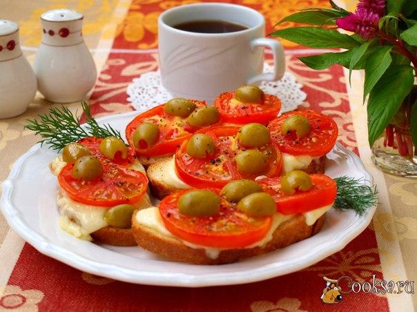 Горячие бутерброды с помидорами и моцареллой #бутерброды #кулинария #завтрак #вкусно #рецепты Сегодня на завтрак приготовила для себя горячие бутерброды с помидорами и моцареллой. Получилось и вкусно и сытно, с чашечкой кофе просто класс!