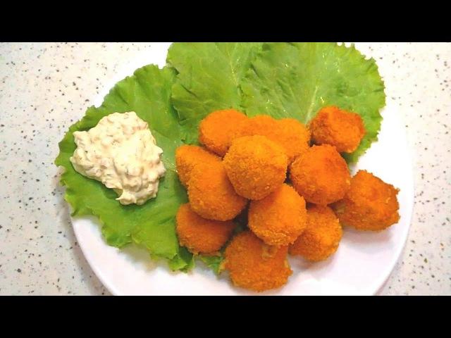 Сырные шарики в кляре с белым соусом Cheese balls in batter with white sauce