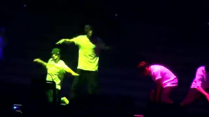 ХёнСын и ГиКван - танец с Prepix @ Welcome Back to BEAST Airline