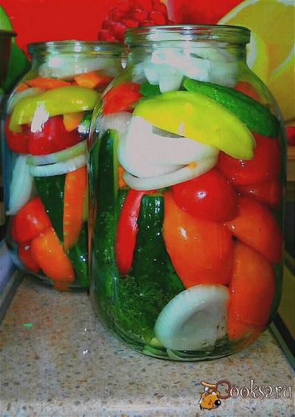 """Салат """"Летнее настроение"""" #заготовки #кулинария #овощи #вкусно #рецепты Кусочек лета в банке, будет радовать Вас зимними вечерами за ужином!"""