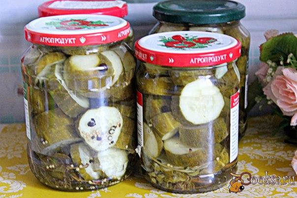 Маринованные резаные огурцы Если переросли огурцы и в целом виде не очень-то подходят для заготовки, то из них можно сделать другой вариант закатки на зиму - маринованные резаные огурцы. В результате получится отличная закуска, которую можно будет в зимний день подать к ужину или обеду. Такие огурчики можно в дальнейшем использовать для приготовления салатов. Расчет в рецепте дан на 3 л банку или 3 банки 800 мл+ 1 банка 500 мл, для моей семьи удобнее делать в небольшой таре заготовки.
