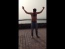 Как хорошо танцует этот парень..