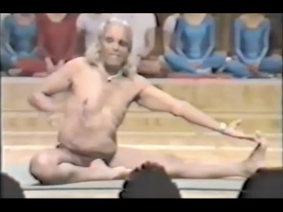 Naked yoga GURU. Sri B.K.S.Iyengar || Yoga Demonstration - 1990