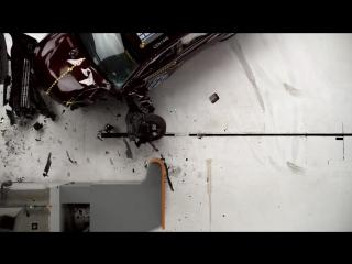 2015 Toyota Avalon small overlap IIHS crash test