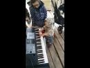 юный моцарт у друзей на даче
