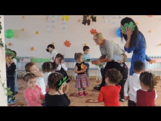 Танец с листиками!!!