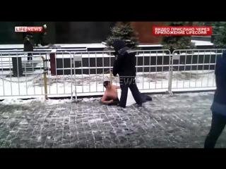 На Красной площади голый мужчина хотел «полежать в мавзолее с Лениным»