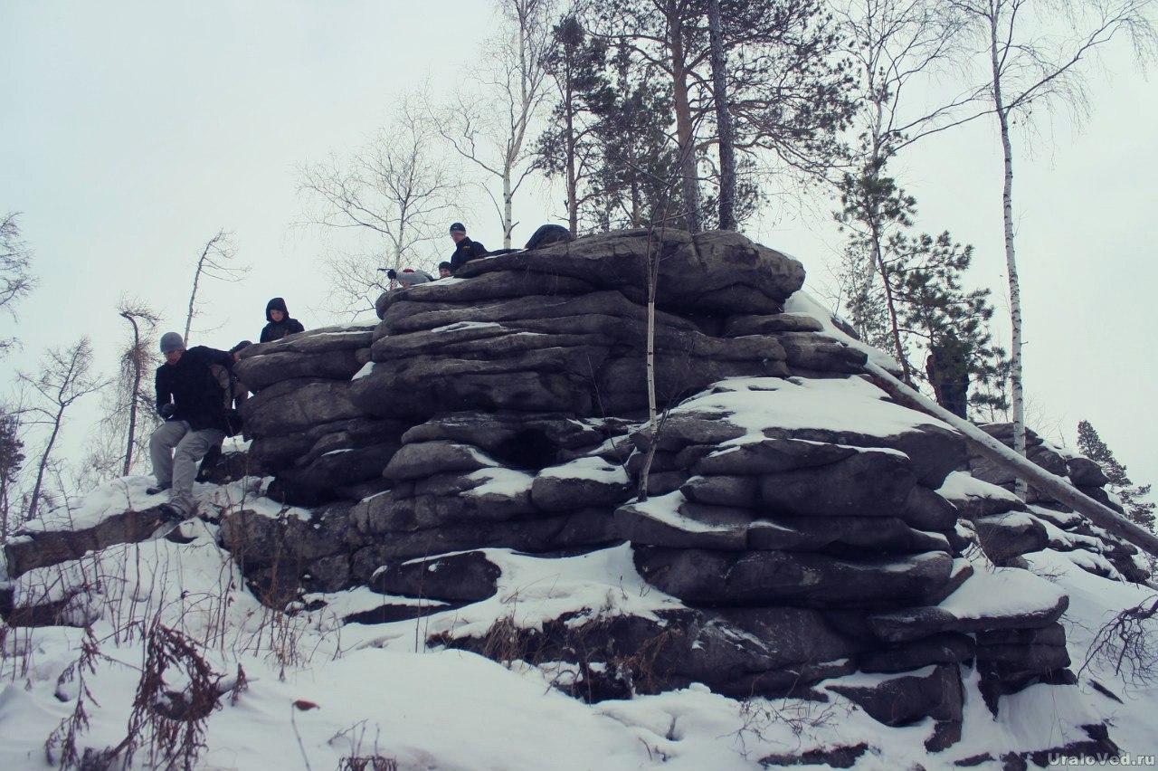Скалы на Толстике