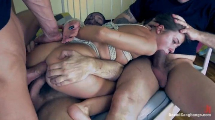 porno-onlayn-gruppovoy-seks-video