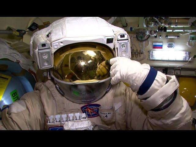 Год на орбите. Земля зовет. Фильм 10 / A Year In Space. The Earth Is Calling » Freewka.com - Смотреть онлайн в хорощем качестве