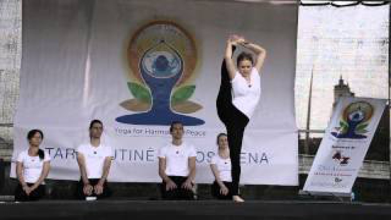 Tarptautinė Jogos Diena Mai Ram Yoga klasikinių asanų meistriškumo pasirodymas