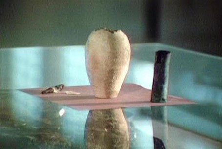багдадская батарейка. в 1936 году в багдаде обнаружили странного вида сосуд, закупоренный бетонной пробкой. внутри загадочного артефакта находился металлический стержень. последующие опыты