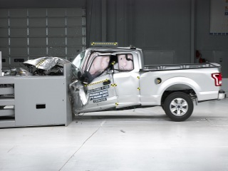 2015 Ford F-150 extended cab small overlap IIHS crash test