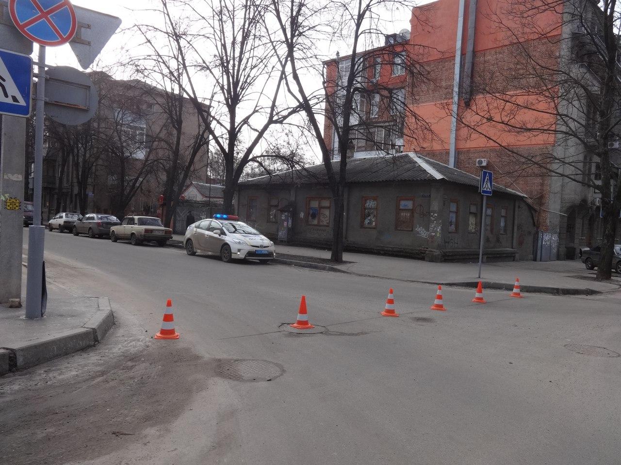 Старинное здание оказалось в блокаде (ФОТО)