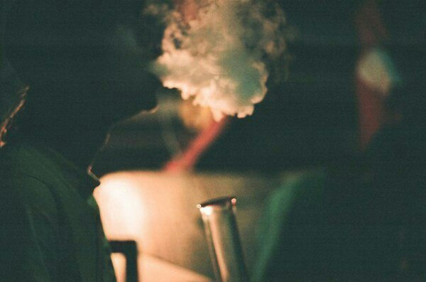 Дым летит в небеса..