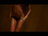 Эроклип девушка раздевается показывает сиськи стрип танцует эротика порно в душе вода перед камерой снимает себя жопа киску
