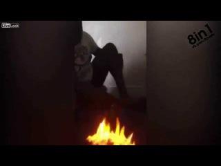 Пранк-розыгрыш - Мужик поджигает другу ноги бензином / Man sets Friend's bare Feet on fire