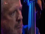 Niels Henning Orsted-Pedersen (bass)